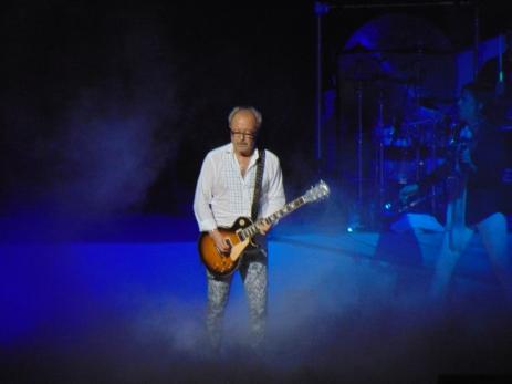 Original guitarist of Foreigner Mick Jones shredding a Les Paul.
