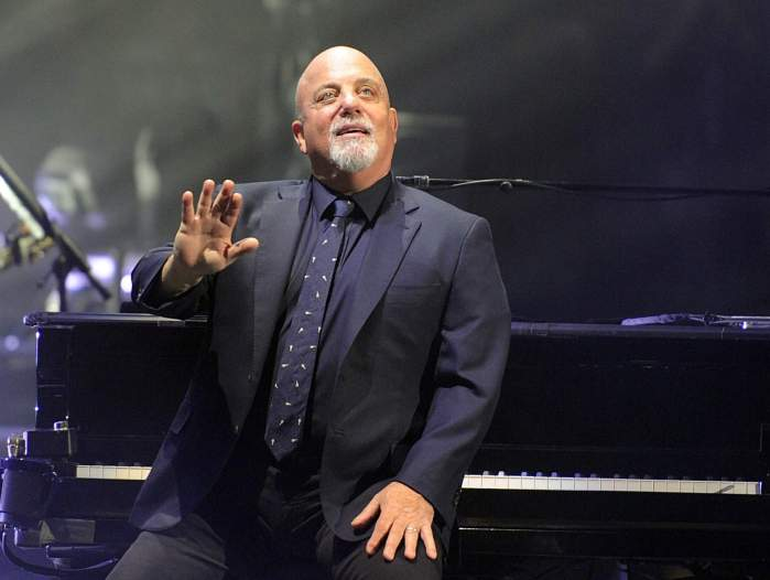 Source: http://www.tbo.com/events-tampa-bay/billy-joel-takes-requests-from-packed-house-at-amalie-arena-20160122/